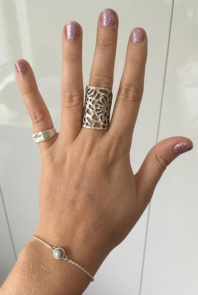 Handmade agate silver bracelet by independent jeweller Fairina Cheng