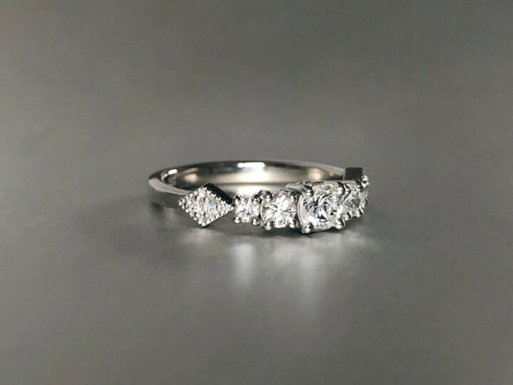 What is the difference between platinum and white gold?